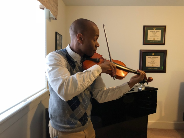 Rodney Page playing the violin Picture 3